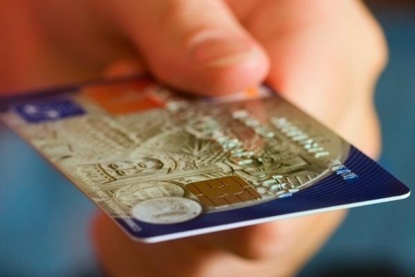 Как получить кредитную карту заемщику с плохой финансовой репутацией?