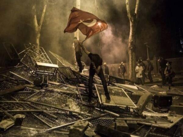 Фондовый индекс Турции снизился в связи с ростом демонстраций