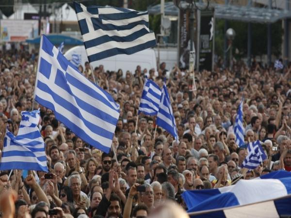 Правительство Греции приняло новый закон о сокращении государственных работников