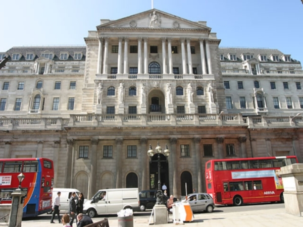 Британским банкам необходимо 38 миллиардов долларов чтобы заполнить финансовую дыру