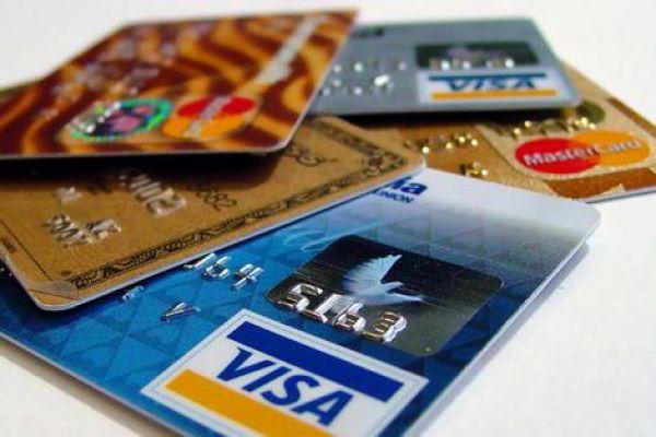 Чем грозит получение кредитной карты «в подарок»?