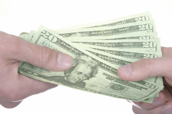 Выгодно ли оформлять низкий потребительский кредит?