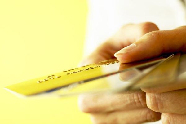 Выдают ли банки кредитные карты пенсионерам?