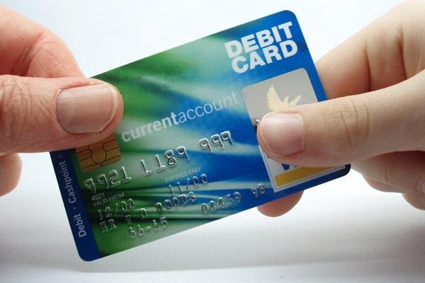 Что такое дебетовая карта и чем она отличается от кредитки?