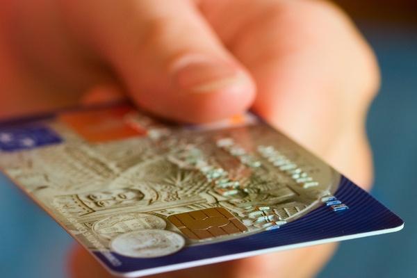 Почему так популярны моментальные кредитные карты?