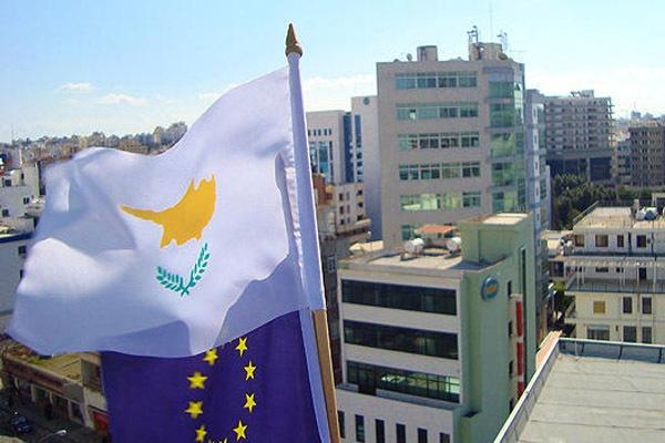 Спасение Россией Кипра европейцев не радует…