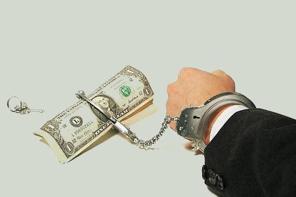 Стоит ли брать одновременно кредиты в нескольких банках?