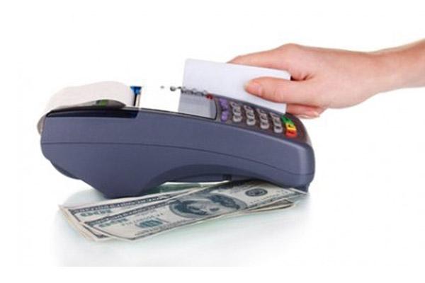Что лучше, оформить наличный заем или кредитную карту?