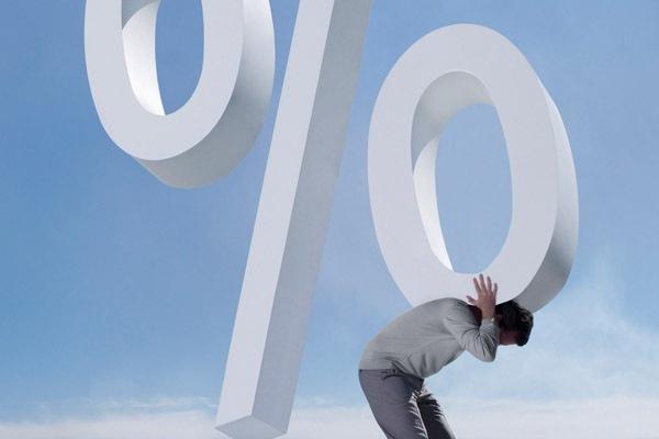 Падение курса рубля может вызвать рост цен на банковские кредиты и товары
