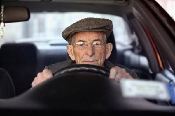 Может ли пенсионер взять автокредит?