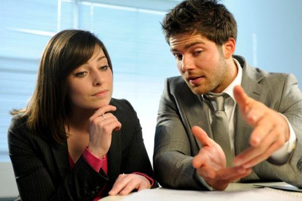 Нужно ли заемщику уведомлять банк, если его личные данные и место работы изменились?