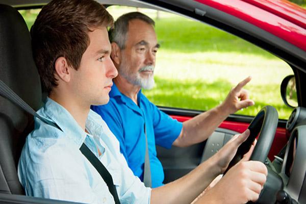 Какой возраст будет считаться подходящим, чтобы взять автокредит?