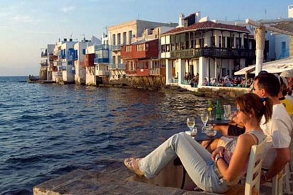 Как может отразиться кризис в Греции на туристах и инвесторах