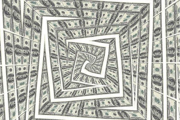 Как люди попадают в долговую спираль