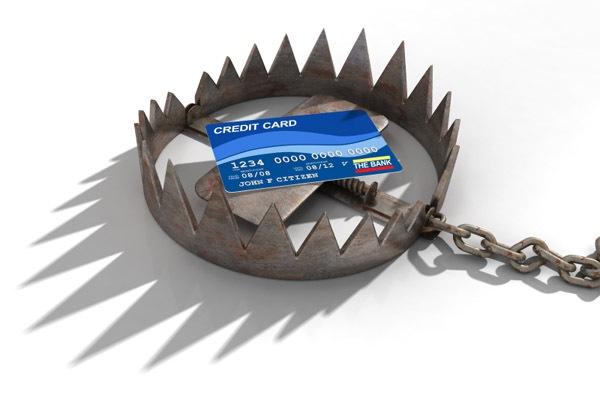 Несколько привычек, превращающих кредитную карту в обузу