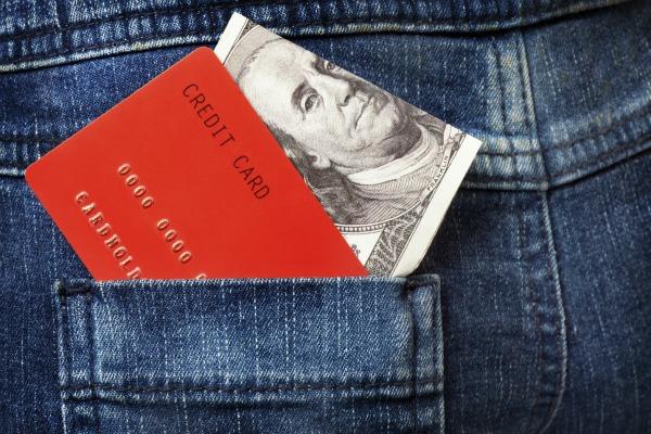 Что лучше кредитка или наличные?