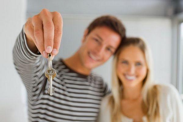 Как можно выгодно получить кредит на квартиру молодым супругам?
